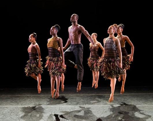 Alvin-Ailey-American-Dance-Theater-in-Aszure-Bartons-LIFT-Photo-by-Paul-Kolnik-2