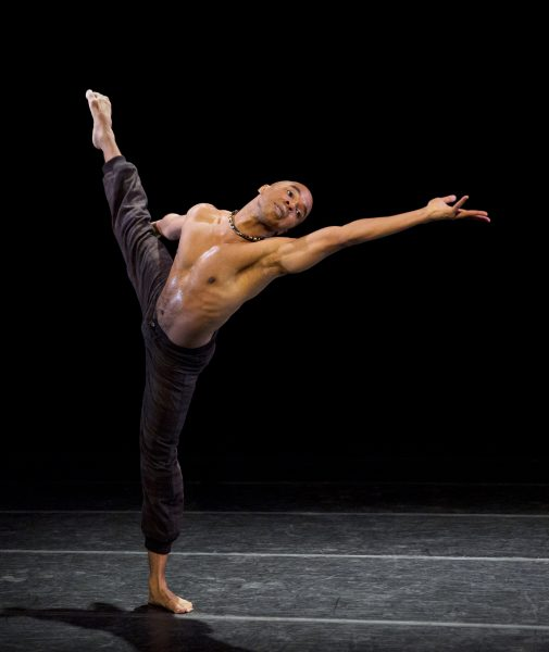 Lift Choreography: Aszure Barton Alvin Ailey American Dance Theater Credit Photo: Paul Kolnik studio@paulkolnik.com nyc 212-362-7778